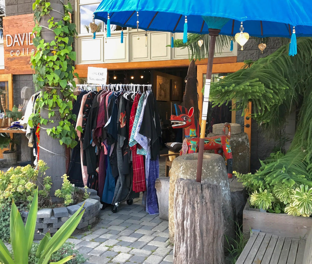 Vintage, authentic Japanese kimonos. Wide selection of women's, mens's, fancy and everyday wear. thedavidalancollection.com , solana beach, ca